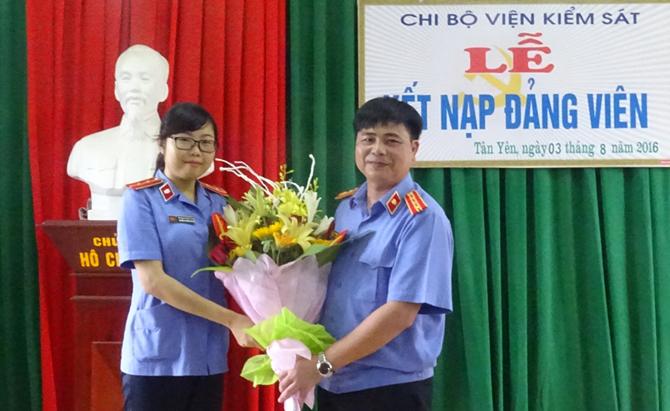 Kết nạp đảng viên mới ở huyện Tân Yên đạt 40,5% kế hoạch năm